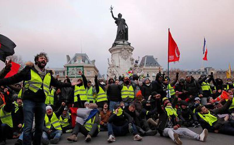 Chalecos amarillos cumplen cuatro meses protestando en las calles de Francia