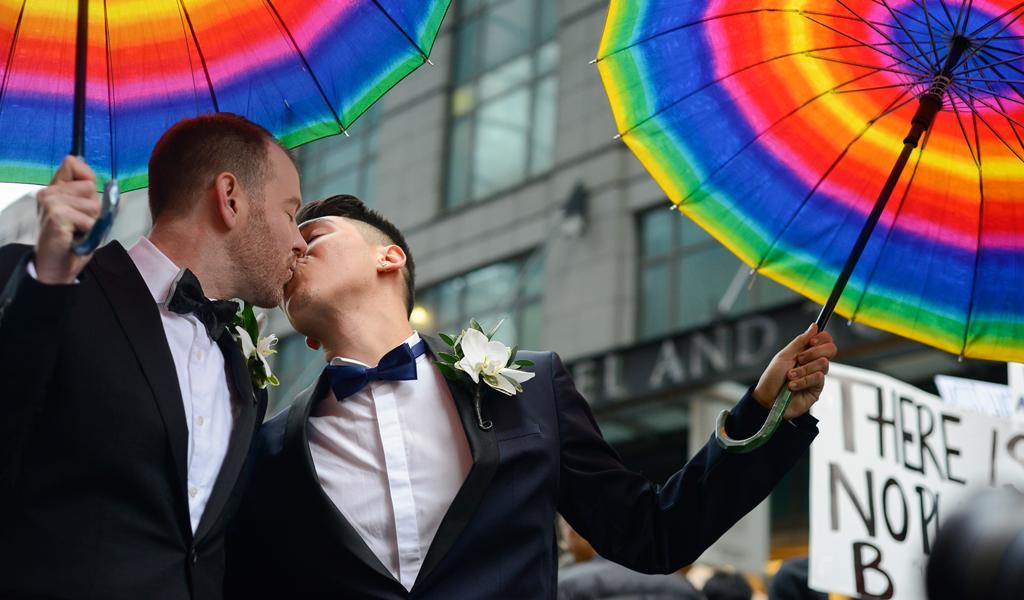 En riesgo y sin protección: Ser gay o lesbiana es ilegal en 70 países