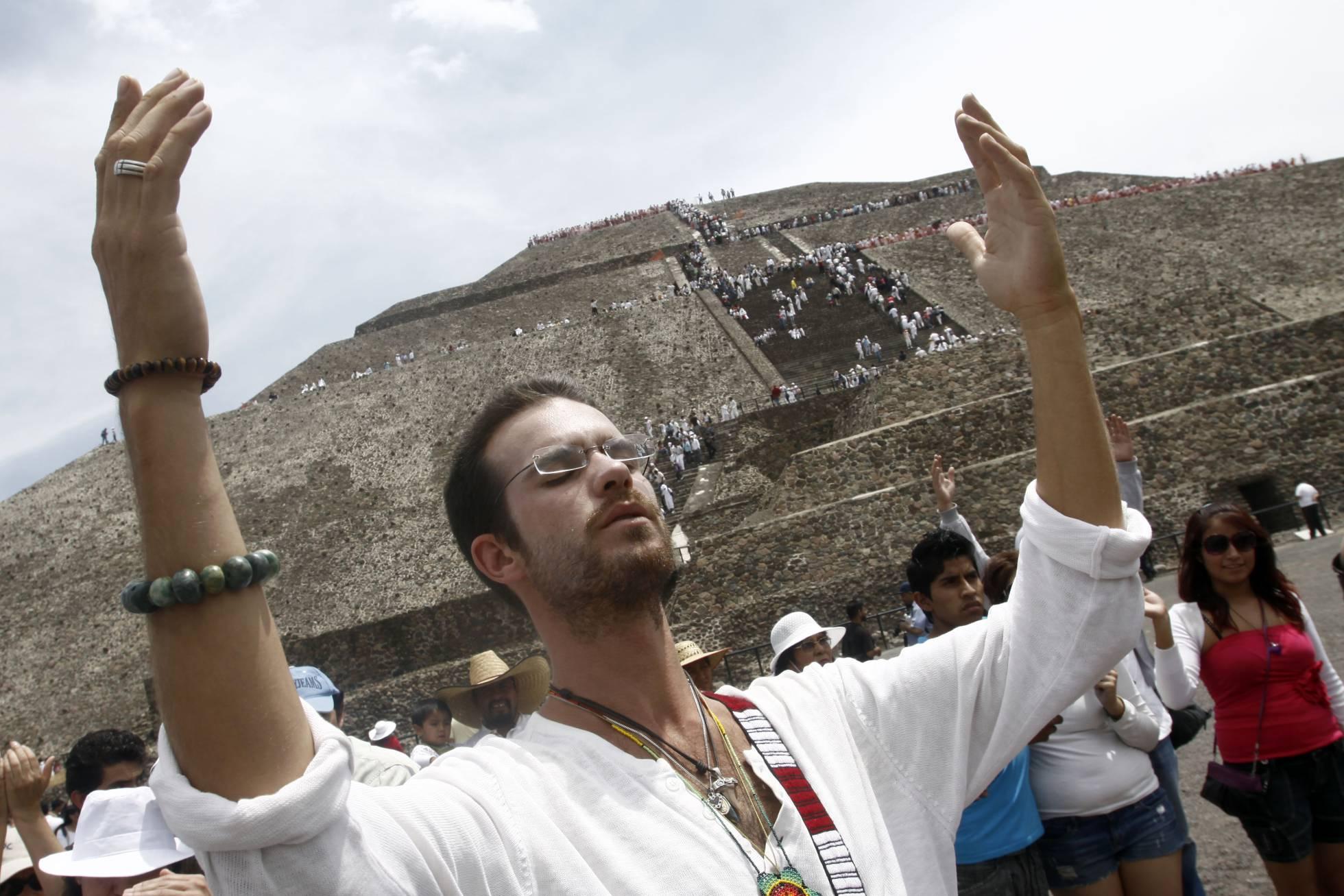 Mexicanos recibieron el equinoccio de primavera con rituales