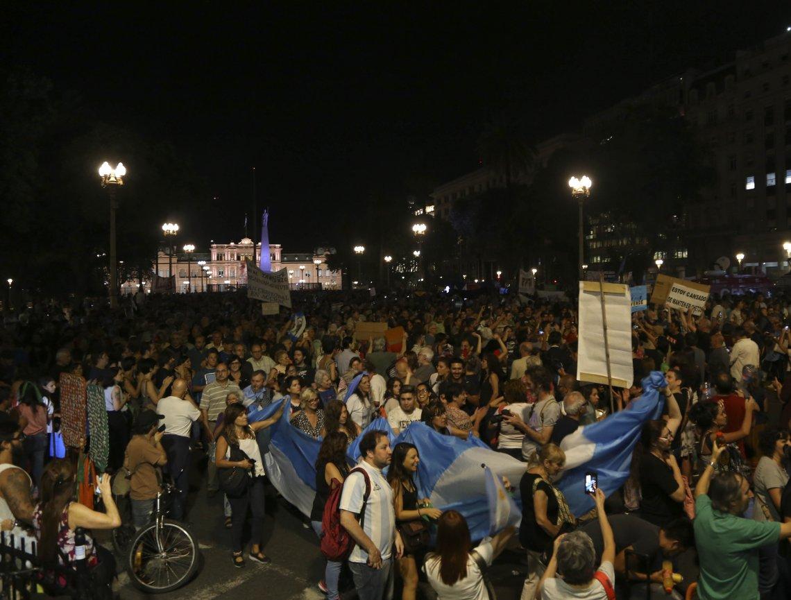 """Argentinos protagonizan nuevo """"ruidazo"""" contra las políticas de Macri"""