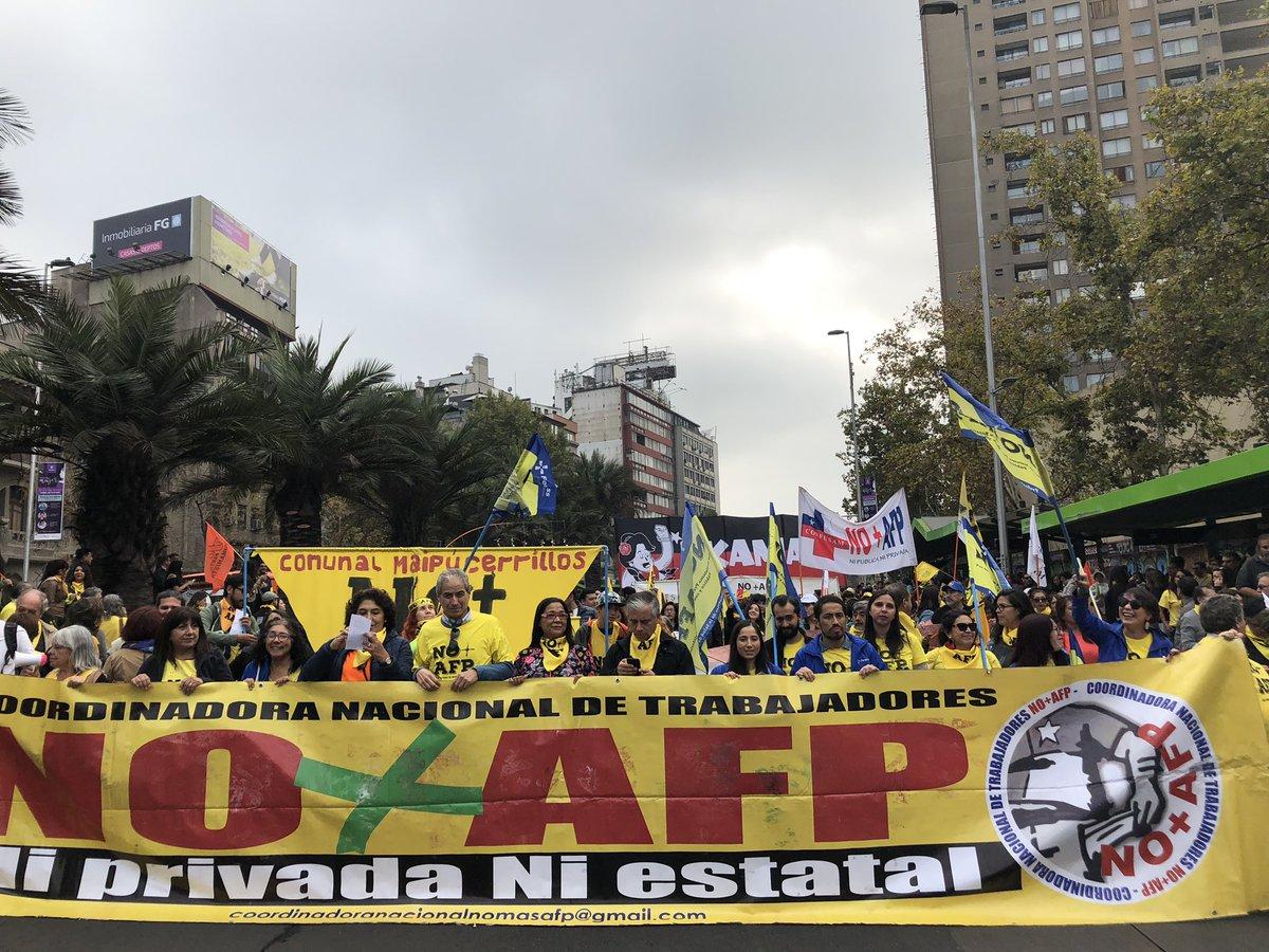 Por un nuevo sistema de pensiones: Miles de personas marcharon en todo Chile
