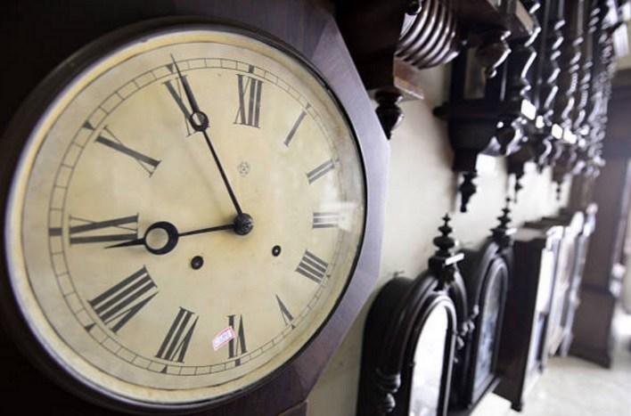 Científicos logran hacer fluir el tiempo hacia atrás con una computadora cuántica