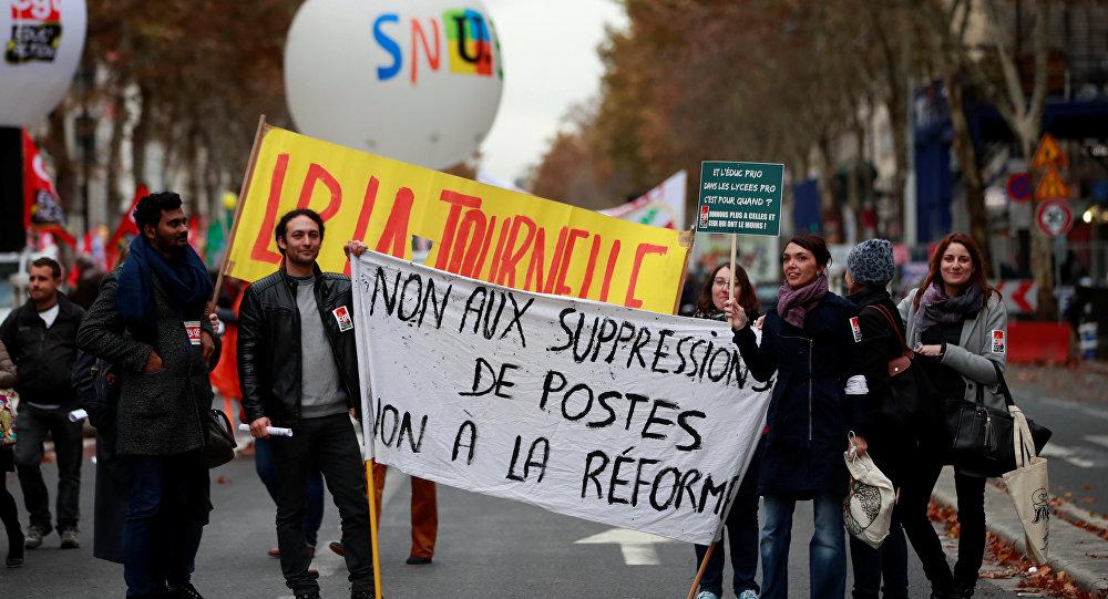 Profesores franceses marchan contra reforma educativa de Macron