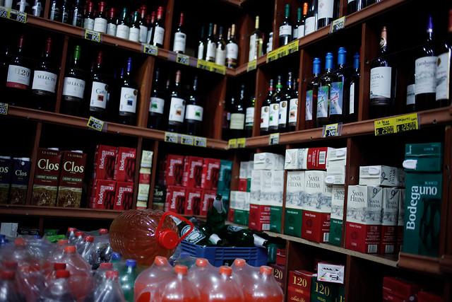 Diputados presentan proyecto para prohibir el reparto de alcohol a domicilio