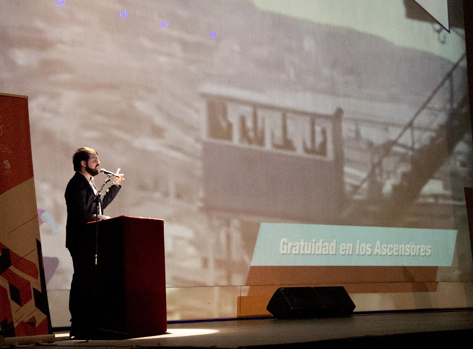 Valparaíso: Sharp anuncia que ascensores serán gratuitos para los adultos mayores