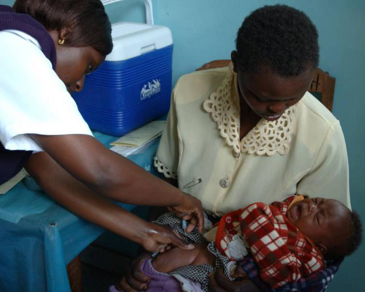 Niños africanos recibirán la primera vacuna contra la malaria