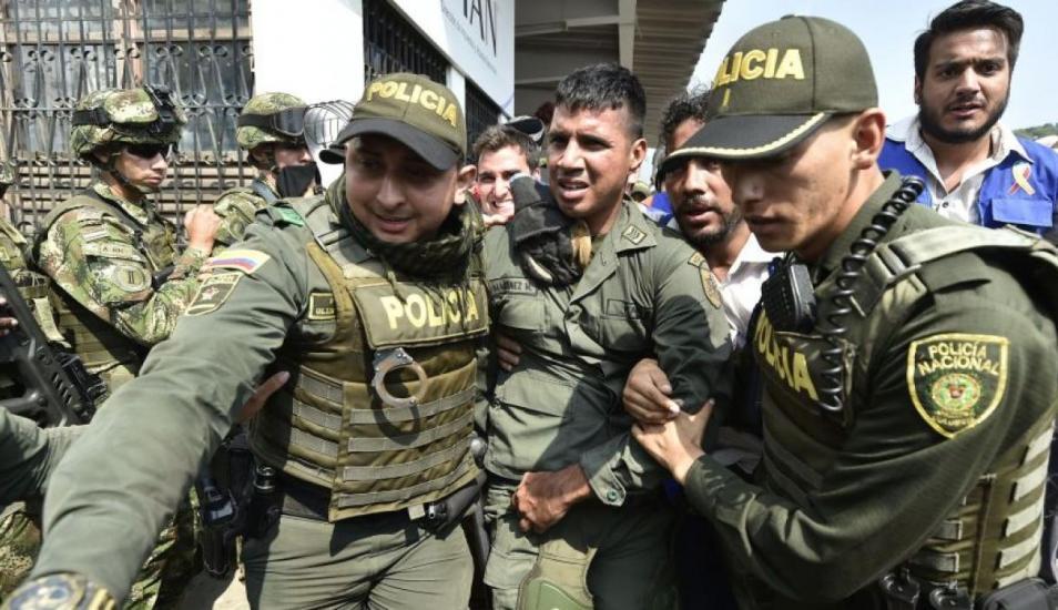 Canciller Ampuero descarta llegada a Chile de militares venezolanos desertores