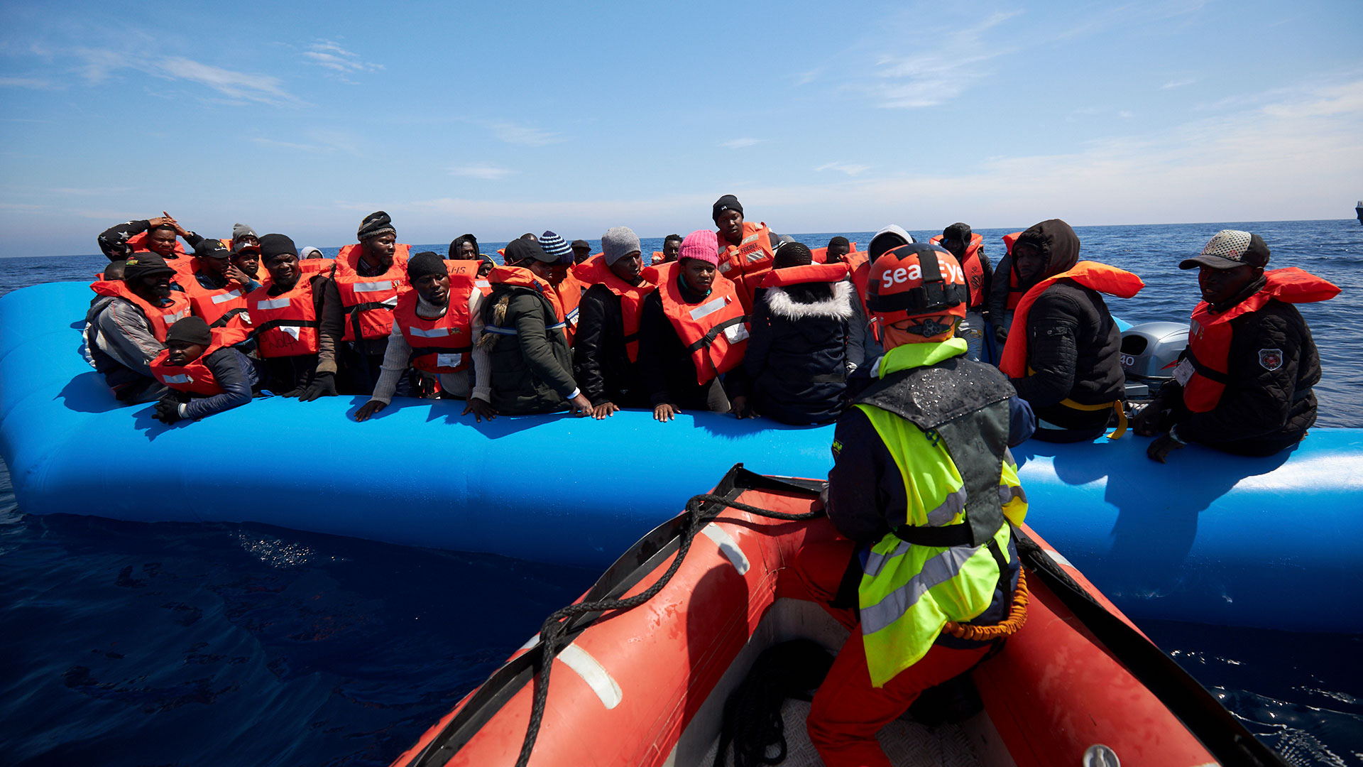 Italia niega entrada a 64 migrantes libios varados en el Mediterráneo