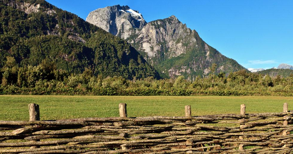 Viuda de Douglas Tompkins traspasa oficialmente las tierras del Parque Pumalín al Estado chileno