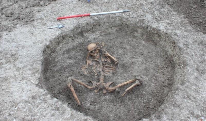 """Encuentran esqueletos de víctimas de """"sacrificios humanos"""" en Inglaterra"""