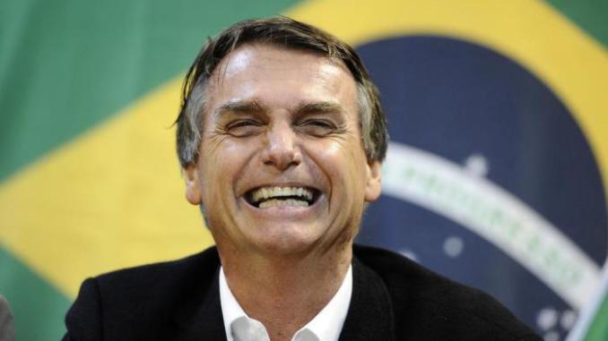 Bolsonaro promete ley para defender a propietarios rurales que disparen contra «invasores»