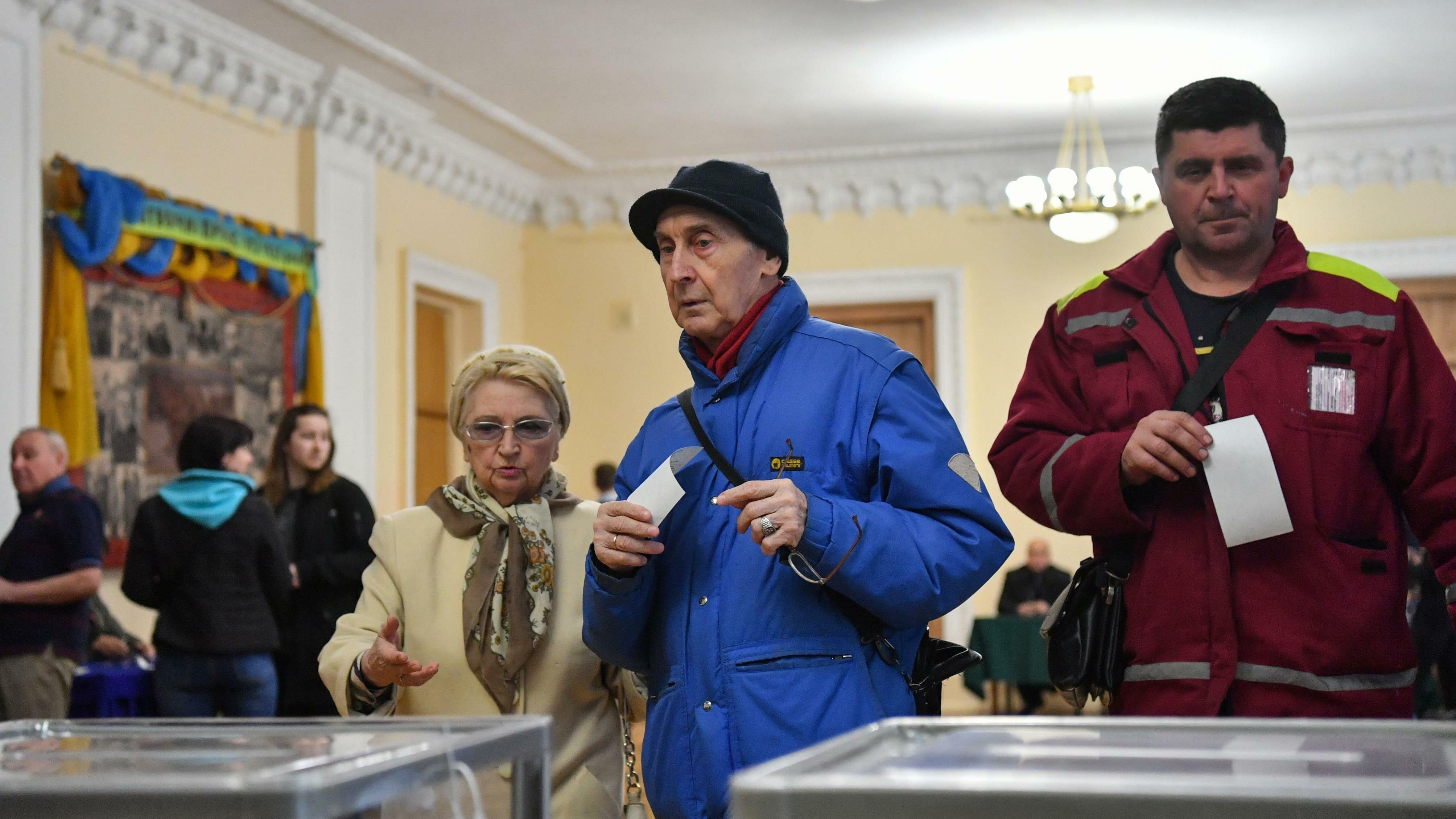Comienza segunda vuelta de elecciones presidenciales en Ucrania