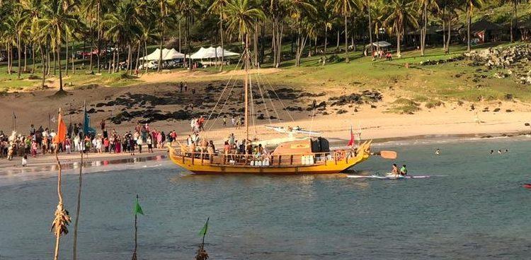 Embarcación ancestral pascuense llegó a Rapa Nui tras viaje que no sucedía hace 1.000 años