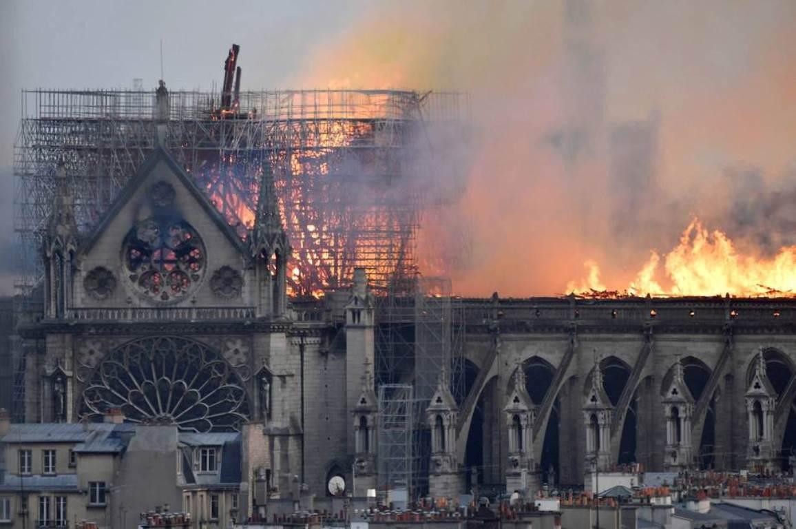 Un cortocircuito en Notre Dame es la posible causa de incendio