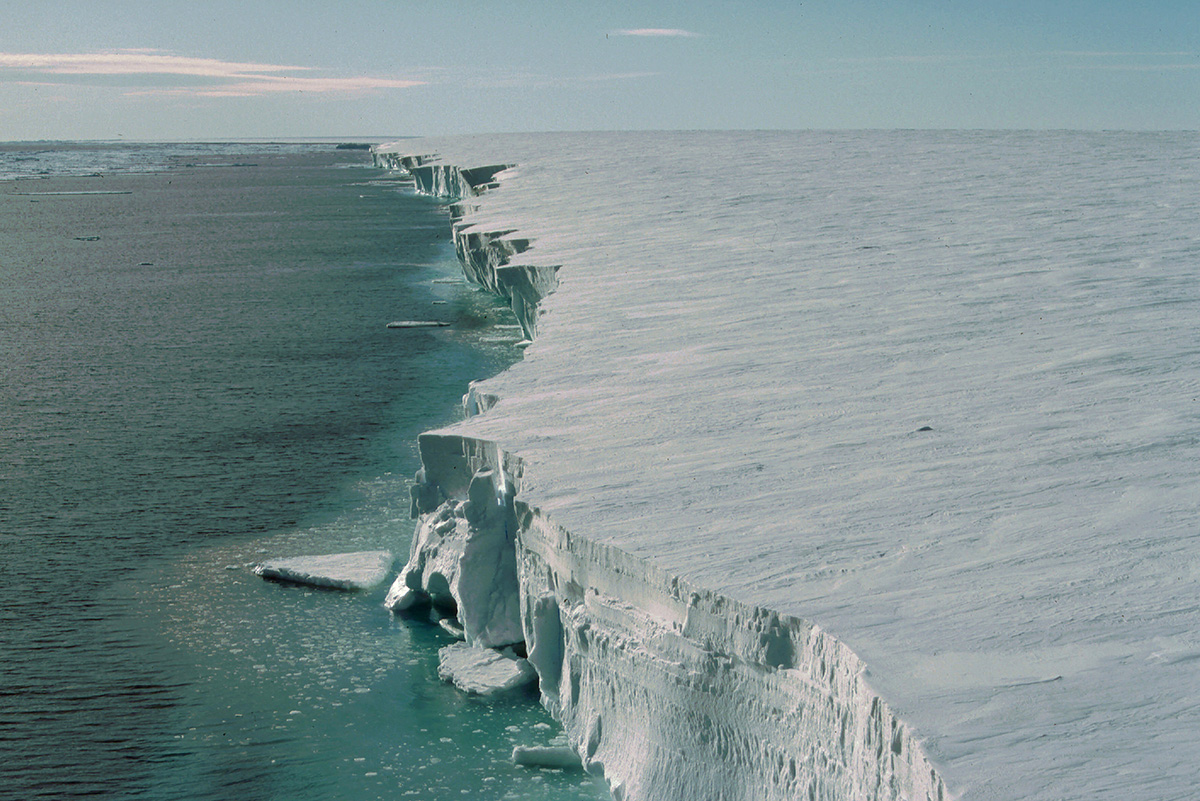 Plataforma de hielo más grande del mundo se derrite a un ritmo aterrador