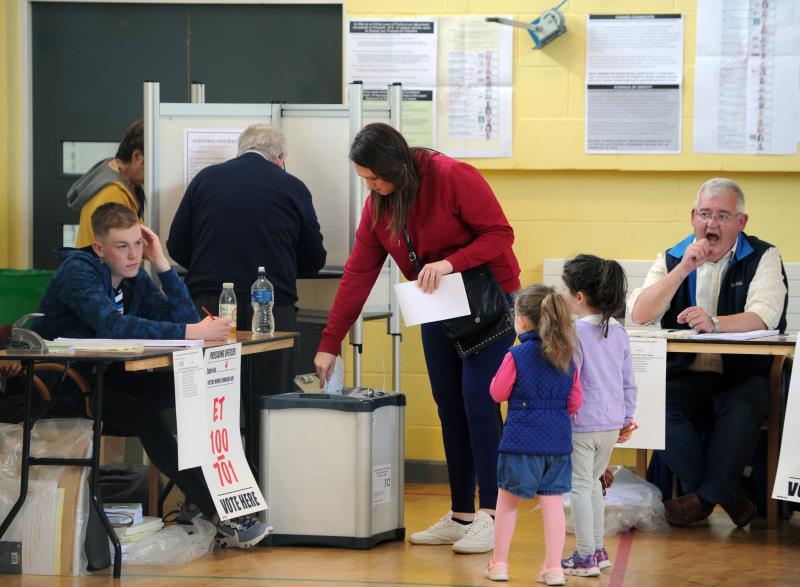 Irlandeses votaron a favor de divorciarse en menos tiempo