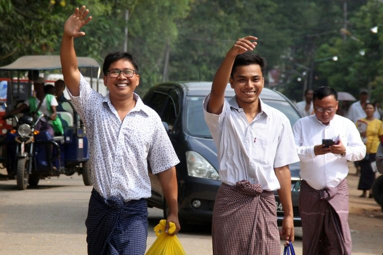 Birmania indulta a dos periodistas de Reuters que investigaban masacre de civiles