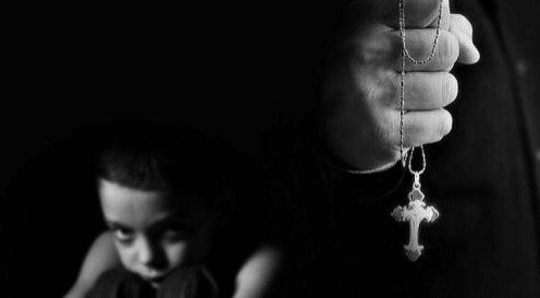 Decreto del Papa desafía a mafias de poder en el Vaticano que encubren a pederastas