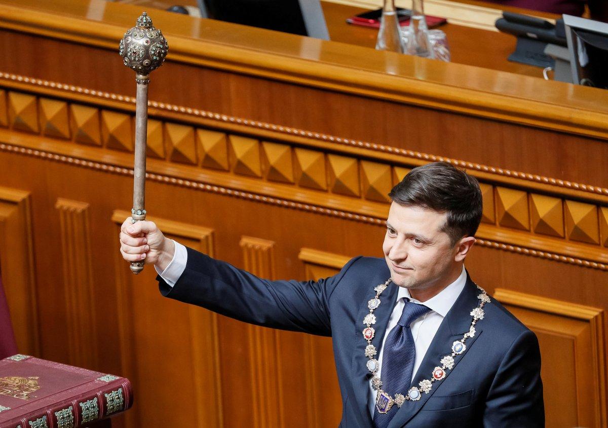 Vladímir Zelenski se juramenta como presidente de Ucrania y anuncia disolución del Parlamento