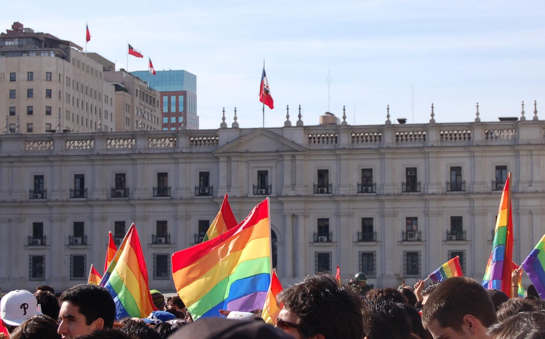 Día contra la Homofobia y la Transfobia: Instituciones izan este lunes la bandera de la diversidad