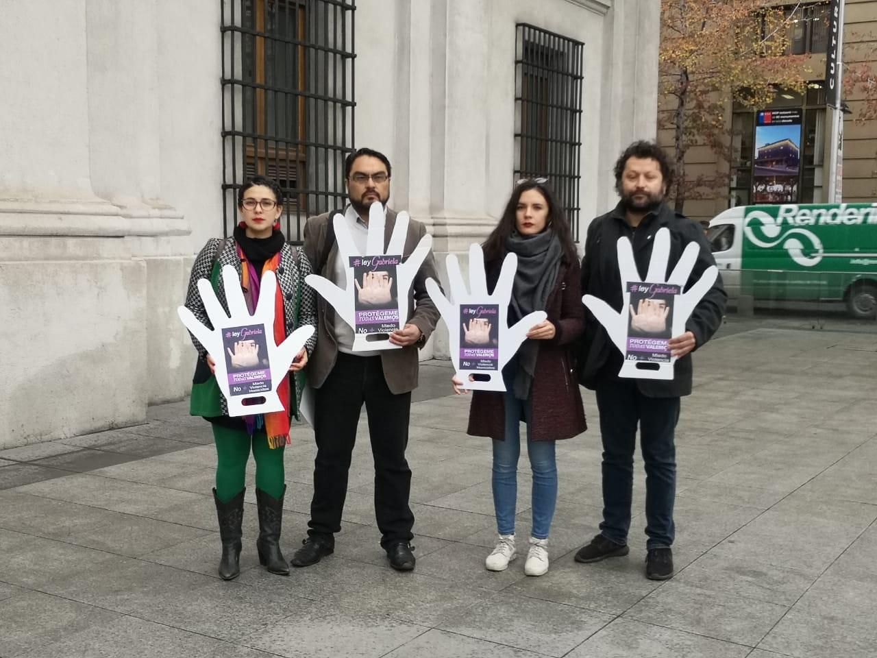 Diputadas PC y familia Alcaíno acusan que Gobierno no ha cumplido con compromiso para #LeyGabriela