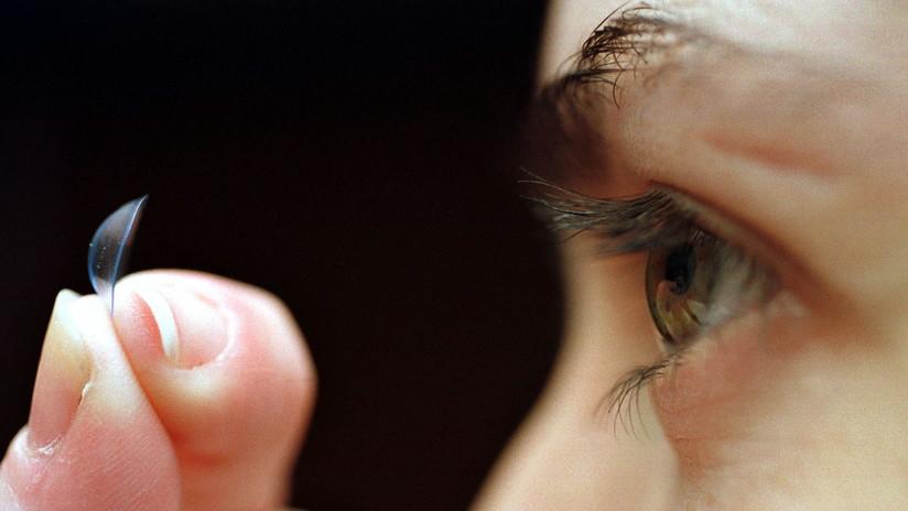 (Foto) Cuidado del lente de contacto: Mujer se infecta gravemente por proliferación de bacterias en el ojo