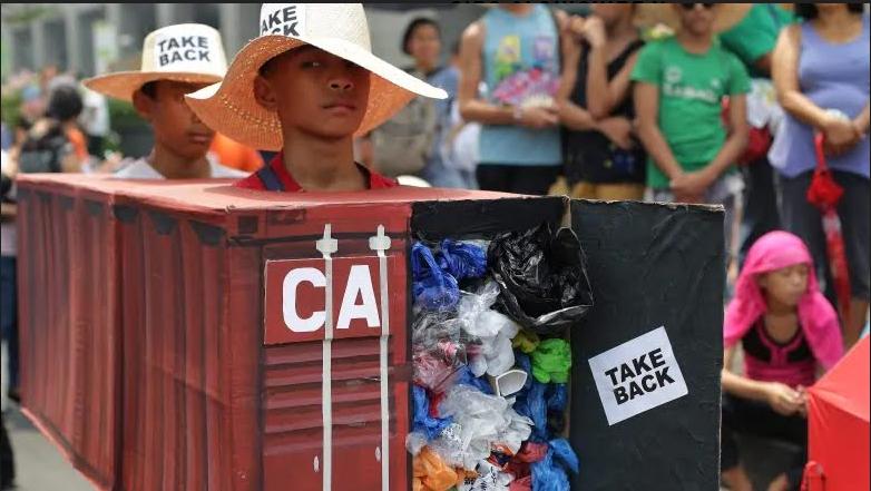 Filipinas retira a sus diplomáticos en Canadá por no recoger la basura