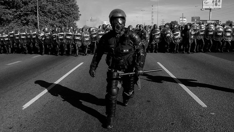 """La represión policial es """"brutal"""", sólo si ocurre en Caracas"""