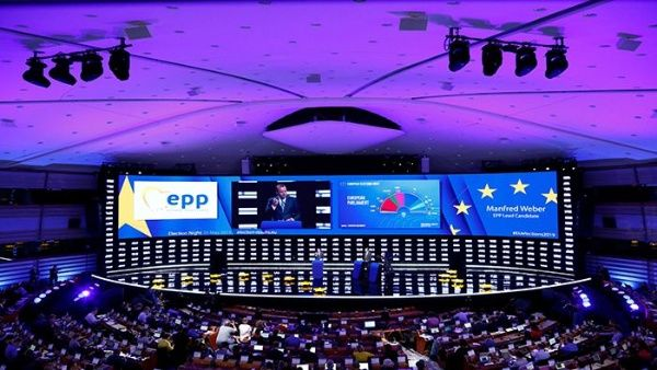 Los liberales, verdes y la derecha crecen en el Parlamento Europeo