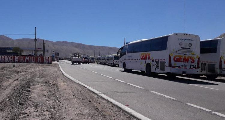 Trabajadores de Chuquicamata se toman ruta de acceso a las faenas en protesta contra la gerencia