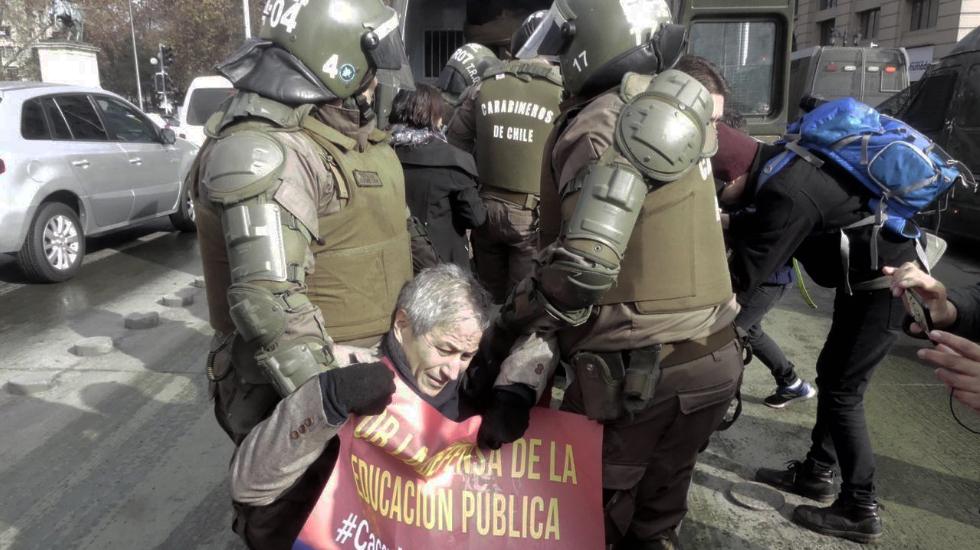 Carabineros detiene a presidente del Colegio de Profesores y otros 6 dirigentes nacionales