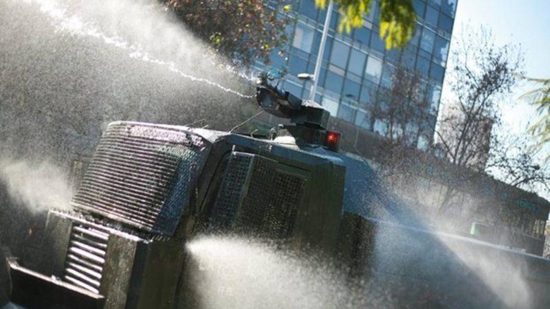 Estudios internacionales confirman que gas CS usado en carros lanzaaguas de Carabineros causa quemaduras en la piel