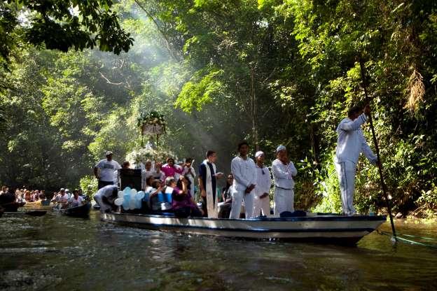 Hombres casados podrán ser sacerdotes en áreas remotas de la Amazonía