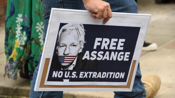 EE. UU. solicitó la extradición de Assange al Reino Unido