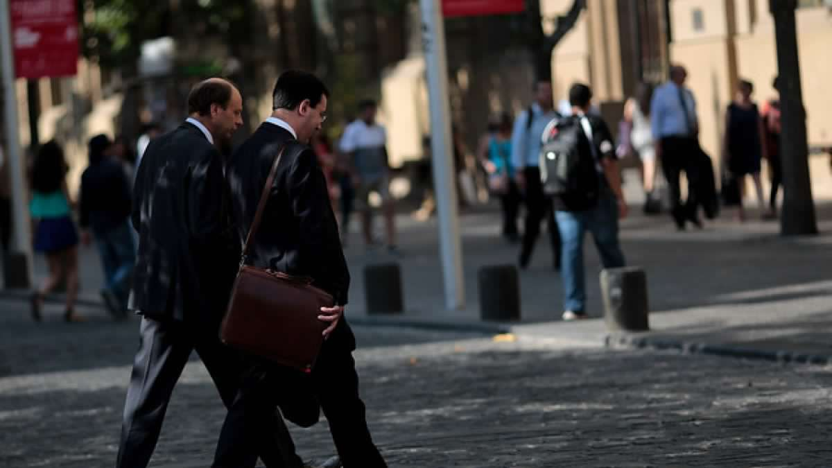 Sondeo U. de Chile revela que 425 mil personas están sin trabajo en el Gran Santiago