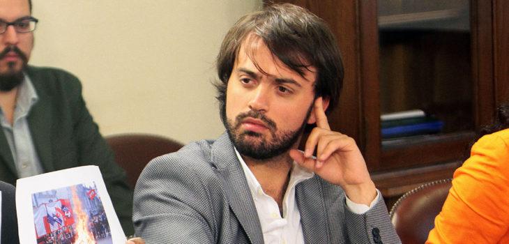 Alcalde Sharp «pasea» a Alberto Plaza tras críticas del cantautor