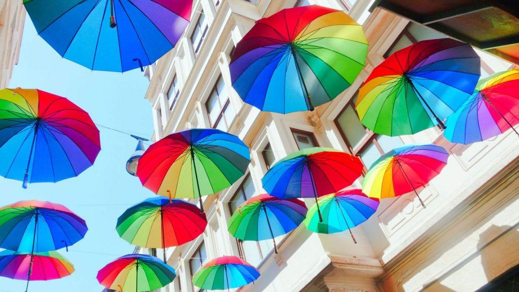 Ayuntamientos y embajadas en el mundo apoyaron a la comunidad LGTBI