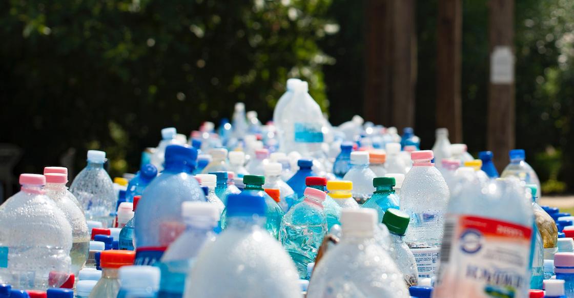 Presentan proyecto para prohibir comercialización de todos los plásticos de un solo uso: «La crisis climática nos obliga a avanzar con rapidez»