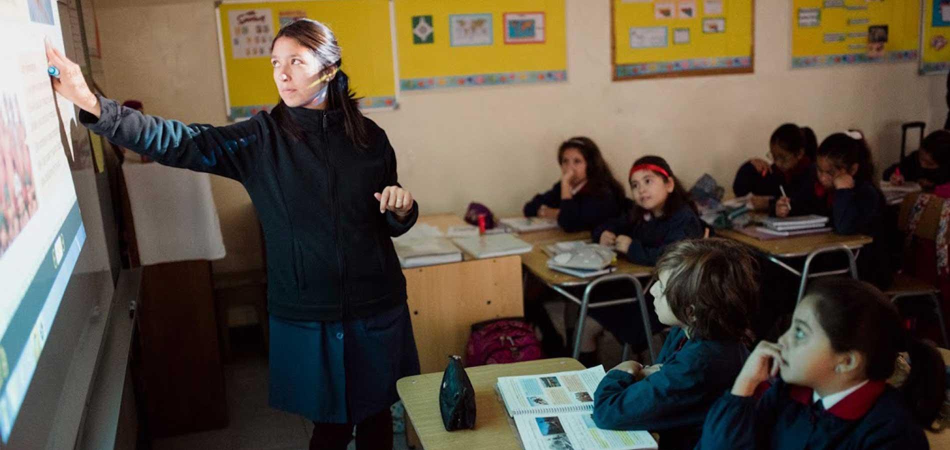 Estudio U. de Chile: 20 por ciento de los profesores se retira en los primeros 5 años de vida laboral
