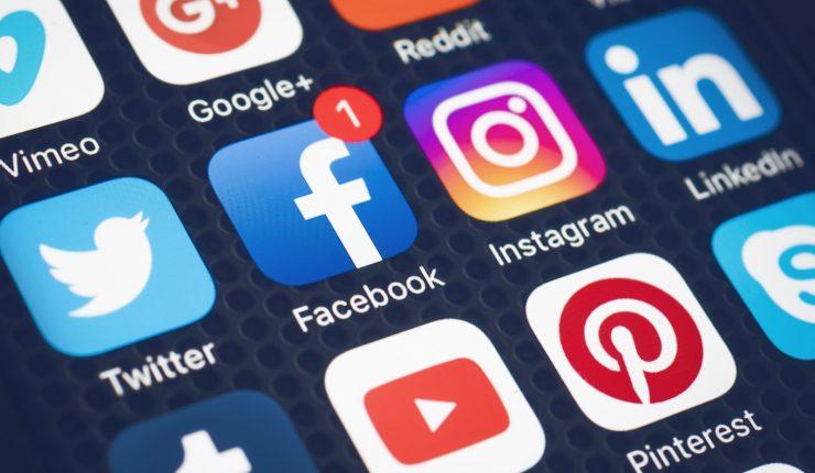 Convención y U. Católica de Valparaíso firman acuerdo de colaboración que incluye un estudio sobre discursos de odio en las redes sociales