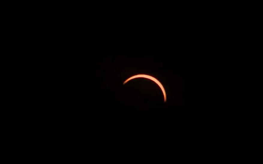 Postales: Así se vio el eclipse desde distintas ciudades de Chile