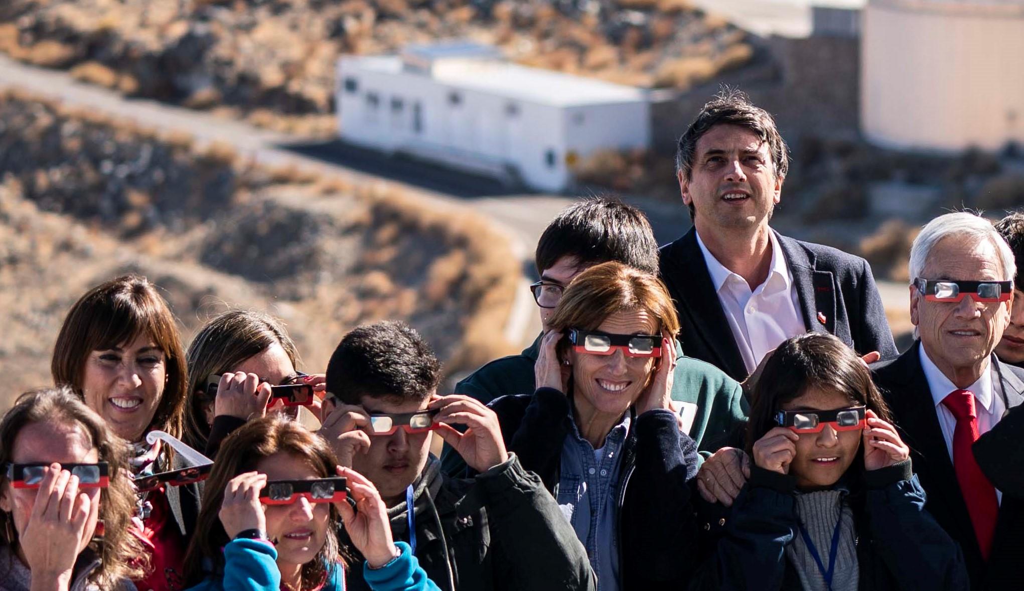 Paro docente: Ministra Cubillos se ausenta de sesión especial en Senado por viajar a ver eclipse a Coquimbo