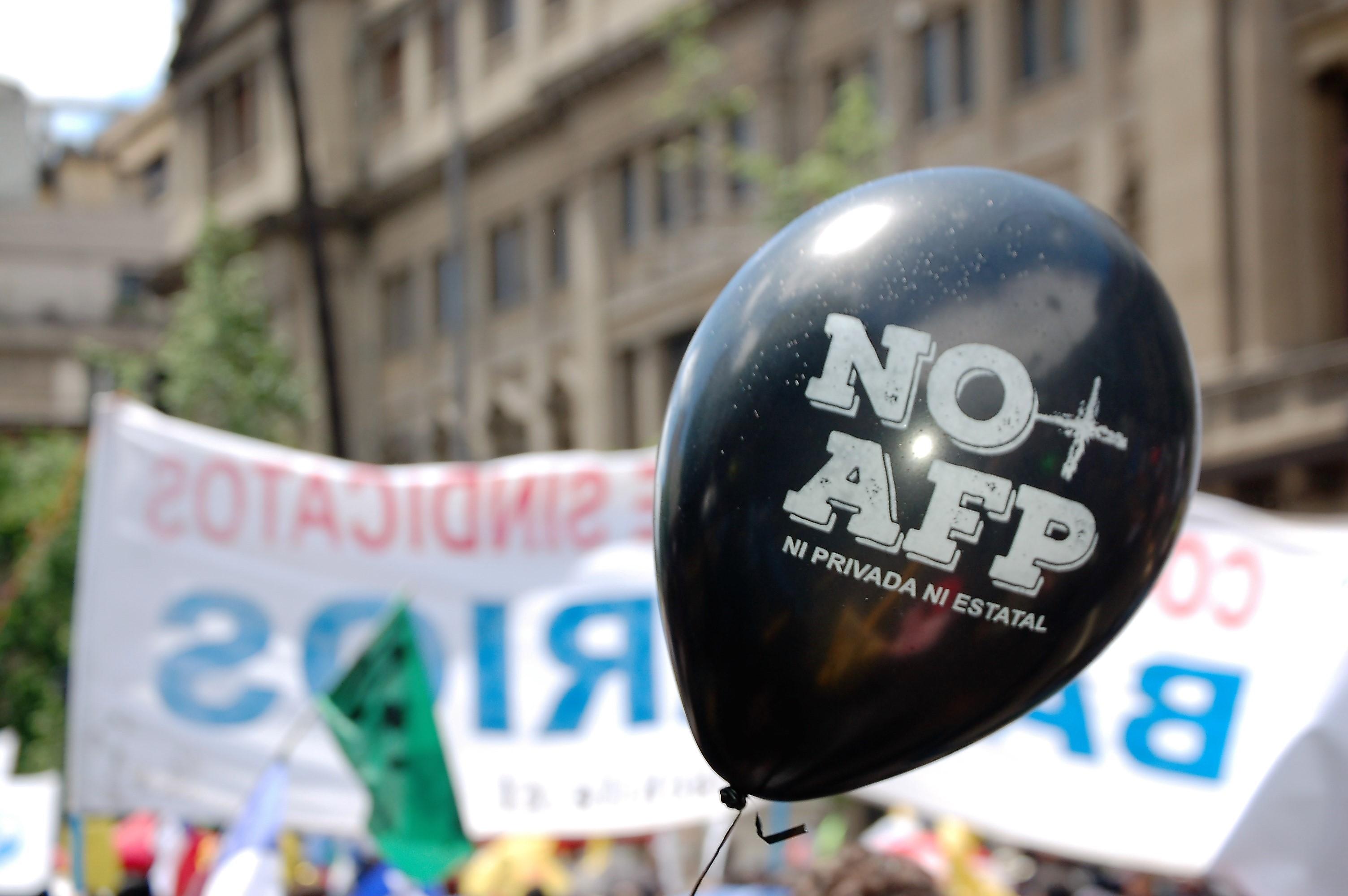 Las AFP que 'administran' tu dinero votaron a favor de que Cencosud se repartiera utilidades en medio de pandemia