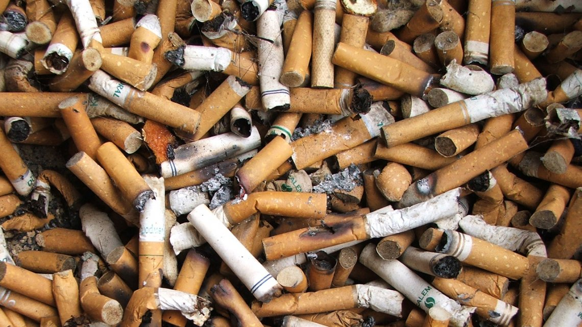 El 75% de todos los cigarrillos que se consumen en un año termina lanzado en la naturaleza