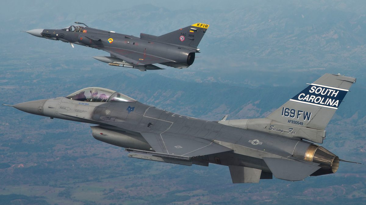 Colombia evalúa propuestas de EE. UU., Suecia y España para reemplazar sus aviones de combate
