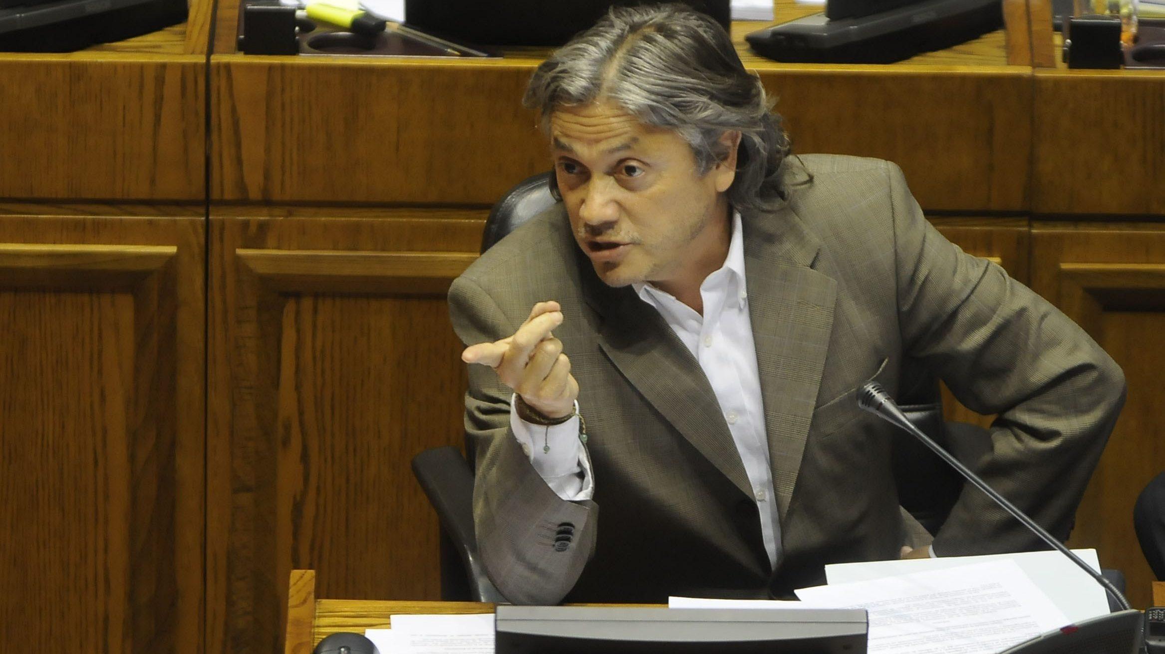 Navarro pide al Senado iniciar proceso para cambiar la Carta Magna