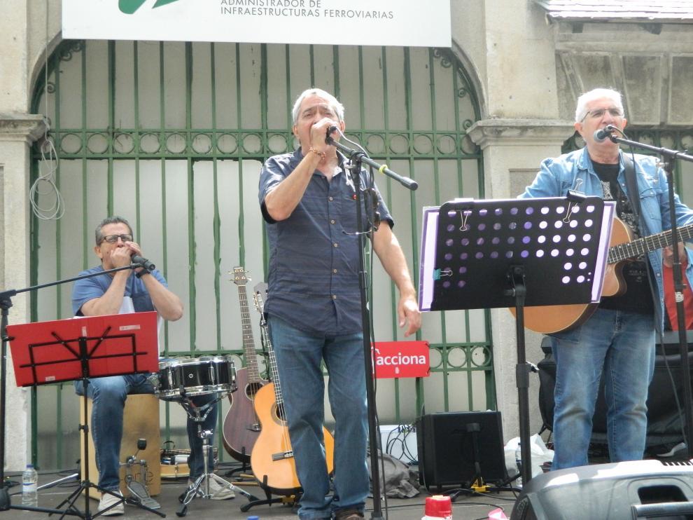 """""""Arriba, abajo"""": Acusado grupo español de atentar contra la monarquía por interpretar canción"""