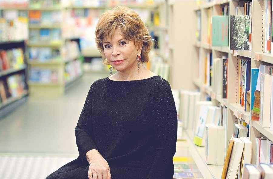Isabel Allende: Trump ha convertido a los migrantes en «chivos expiatorios»