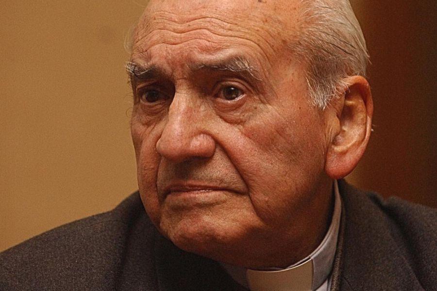 U. de Chile, Compañía de Jesús y Corporación Patrimonio Cultural retractan Premio Bicentenario otorgado a Renato Poblete