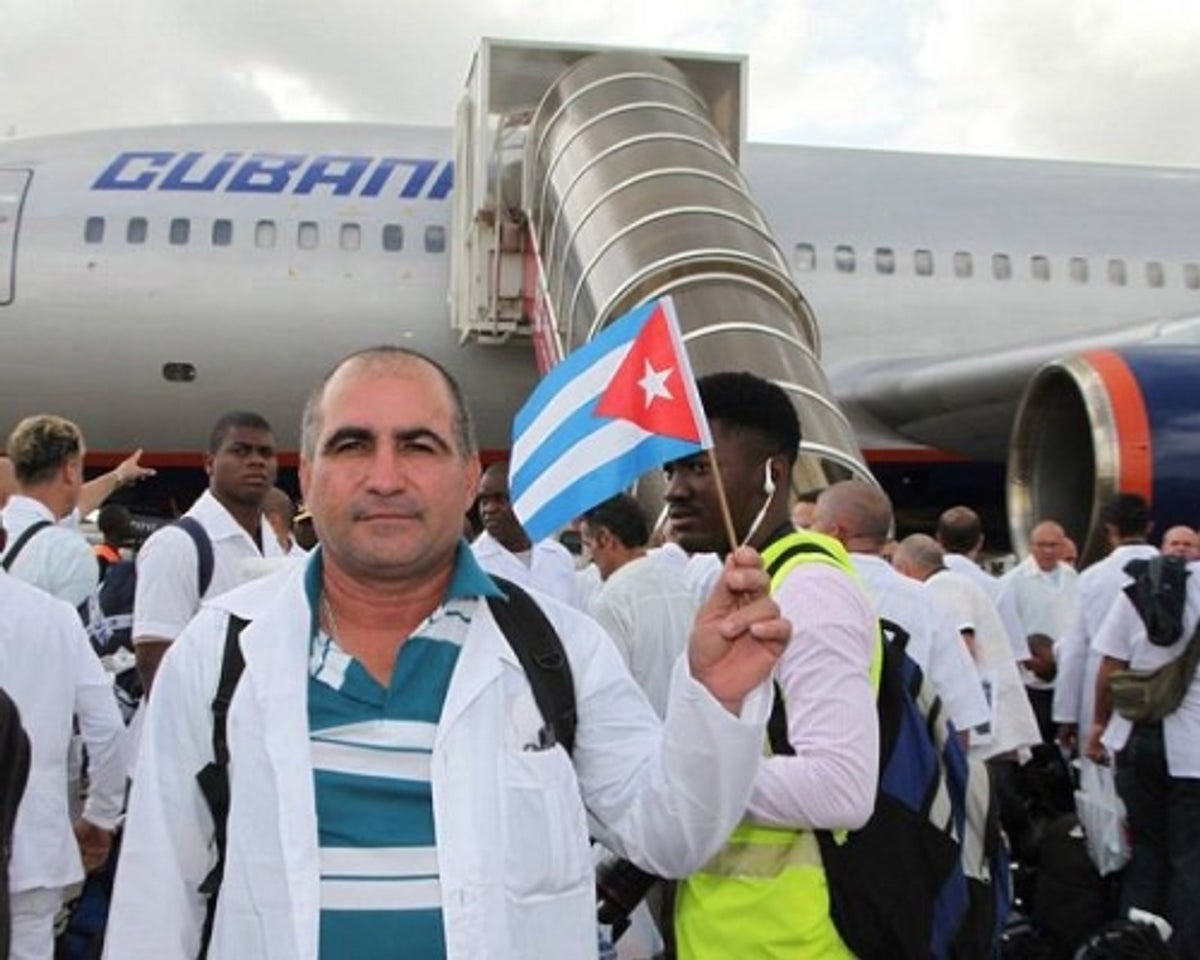 Médicos cubanos han atendido casi a un tercio de la humanidad